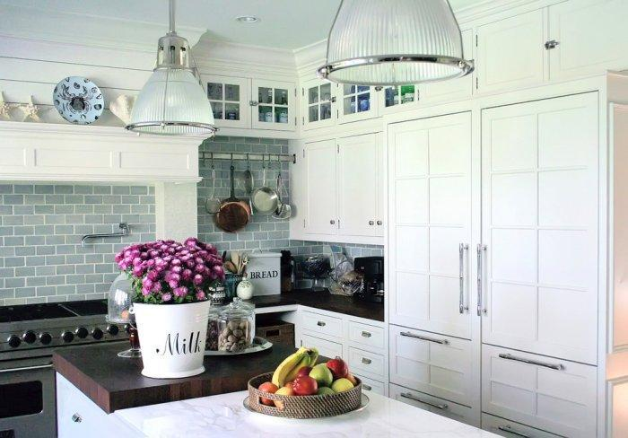 Eclectic kitchen - in white with contemporary pendants