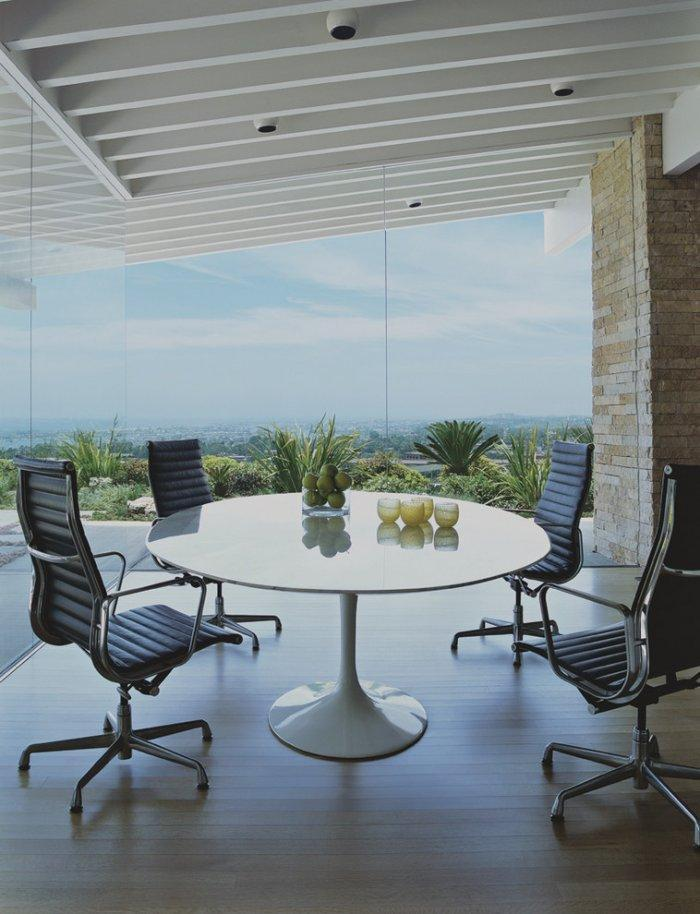 Glazed dining room - with fantastic views over the surrounding nature