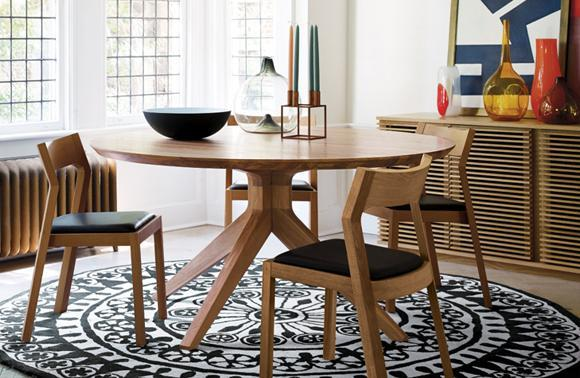 Home decor - black and white graphic rug create modern comfort inside a small dining room