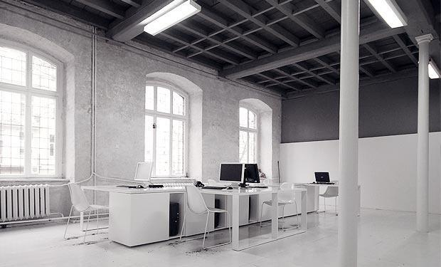 Modern office design in white with high celings