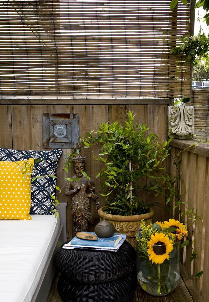 Statues and flowers live together in a stylish balcony