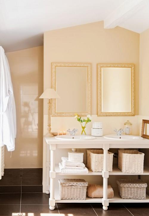 Summer villa - bathroom with special storage for towels
