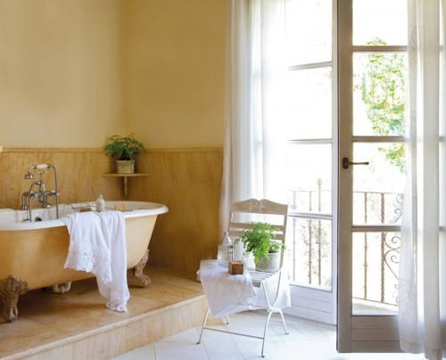 Summer villa - bathroom with vintage bathtub