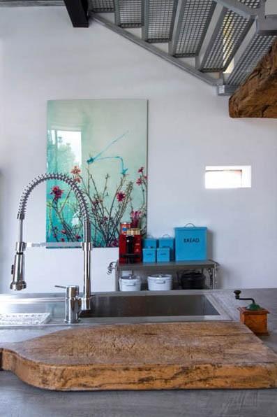 Summer villa - modern kitchen island with rustic cutting board on it