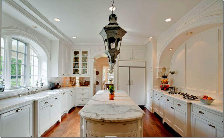 Traditional cabinets - in a luxurious mansion