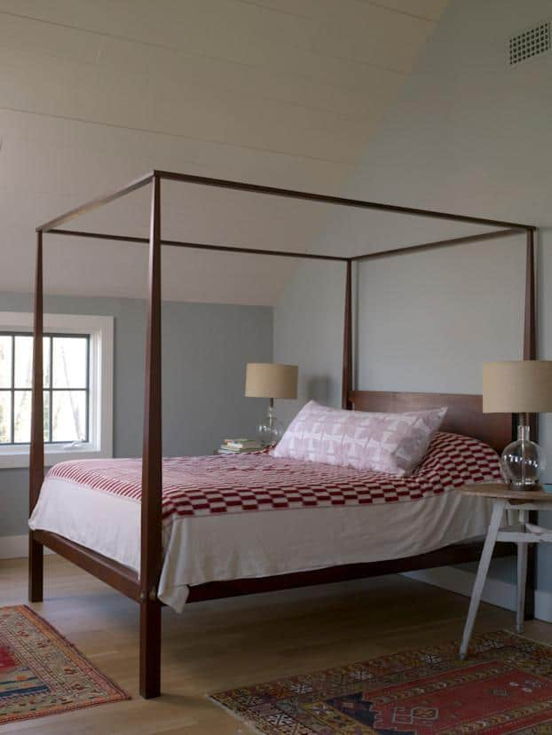 Vintage bed - with wood frames and red sheets