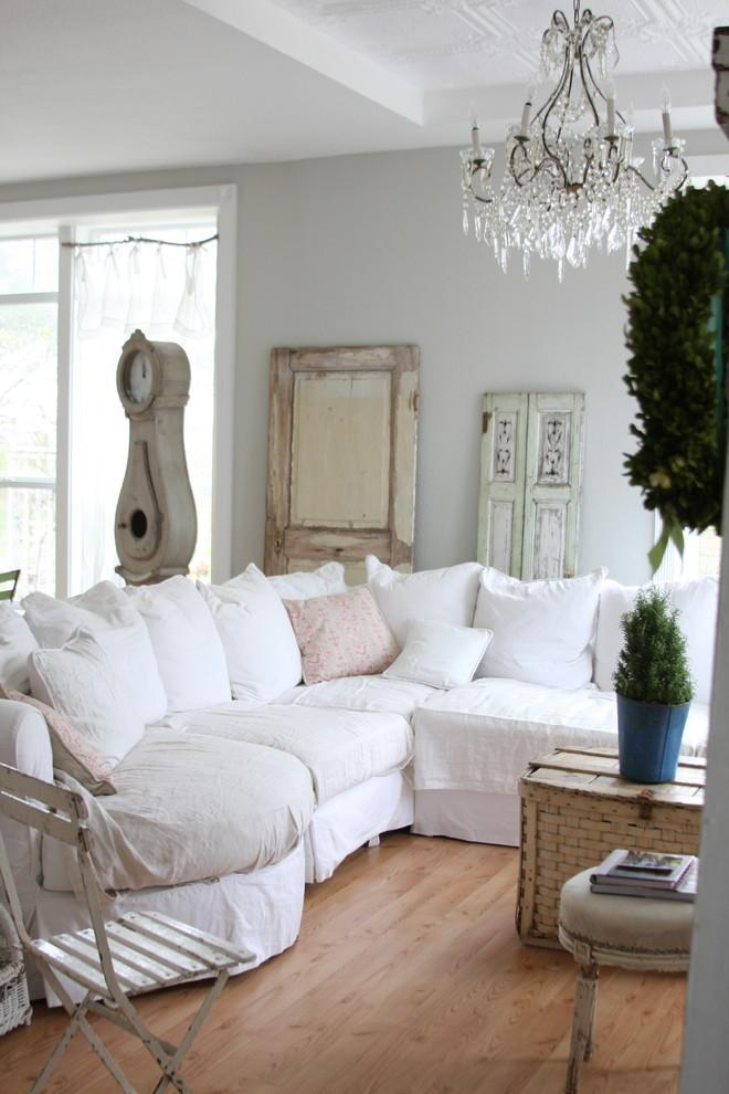 White living room - with shabby chic sofa in it