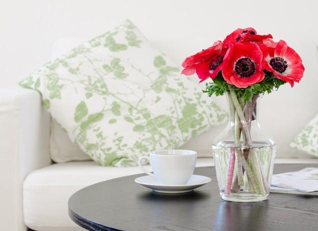 Home Decorating Ideas with Flowers and Vases