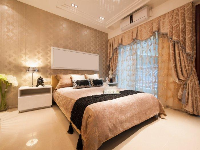 American luxurious bedroom - in pale colors