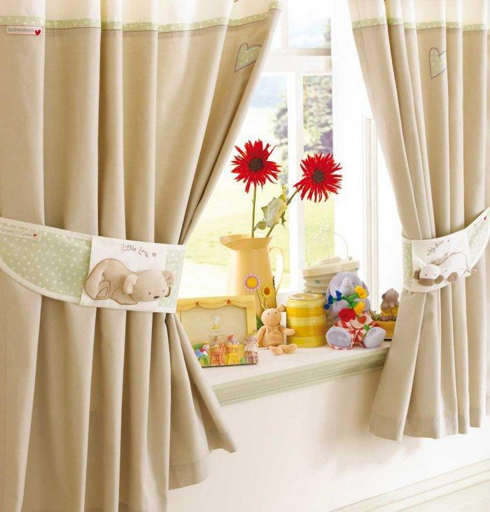 Beige bedroom curtains - with beautiful toy decorations