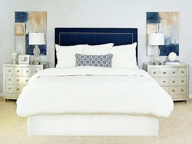 Blue feng shui bedroom - with abstract paintings on the wall