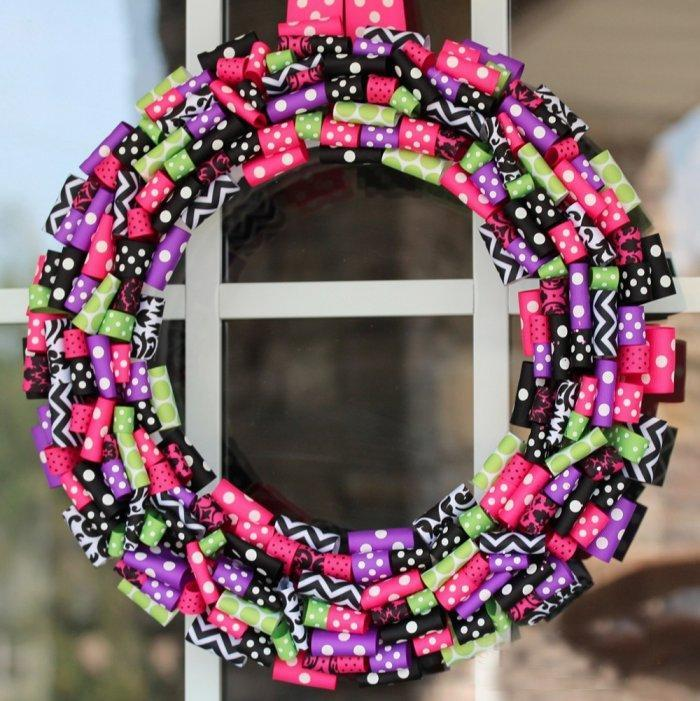 Colorful Halloween wreath - made of paper rools