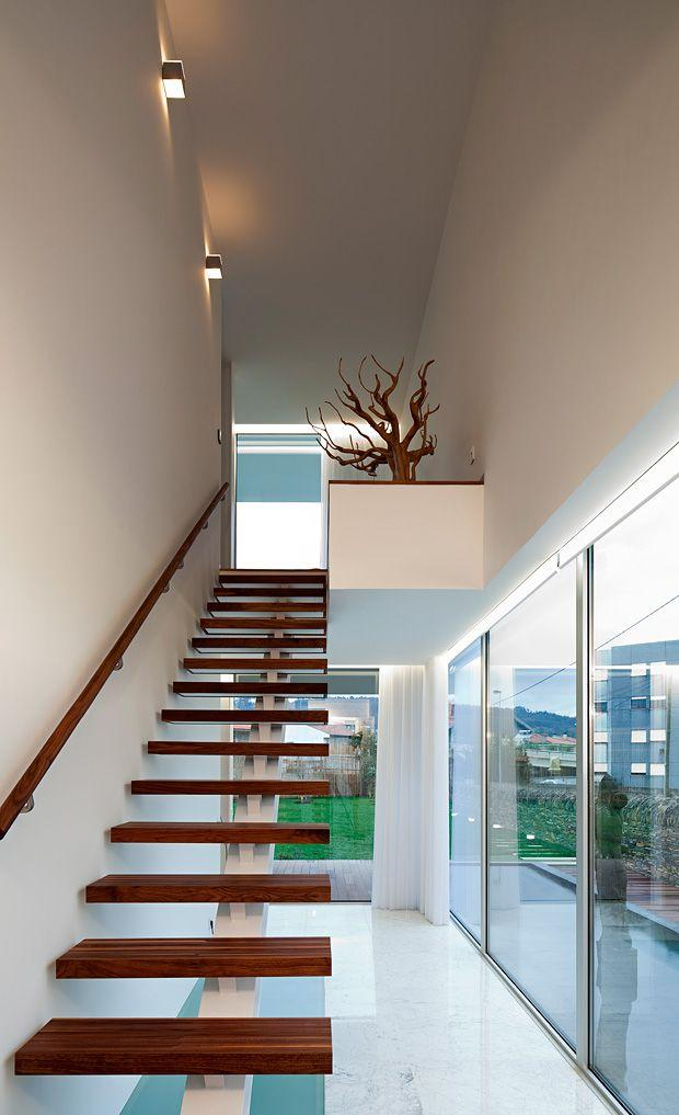 Contemporary staircase - with decorative tree at the top