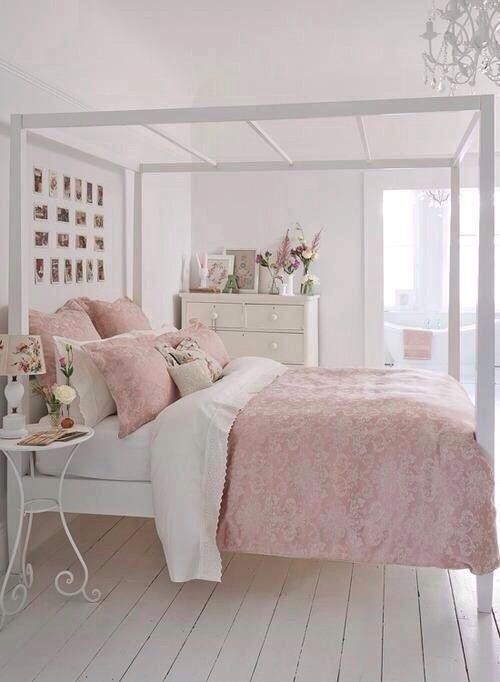Countryhouse pink bedroom - with beautiful and cozy bed