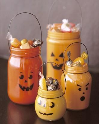 DIY Halloween treats holders - made of small jars and painted in orange and yellow