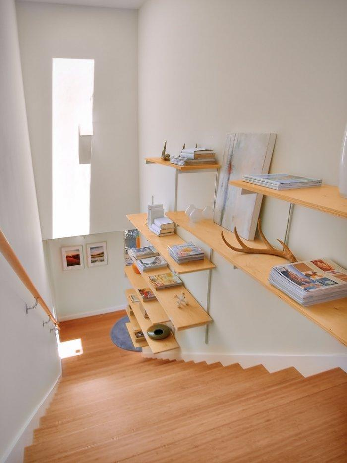 DIY floating shelves - at the wall of the staircase