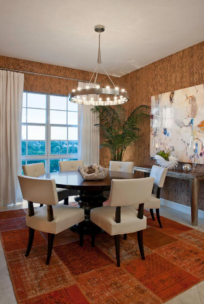 Dining room with cork tile flooring - in red nuances