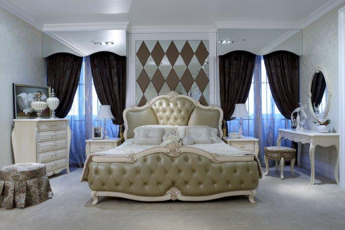Eclectic modern bedroom - with luxury details and decorations