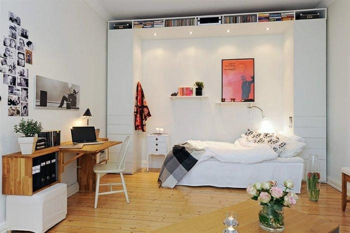 European small bedroom - with small working desk