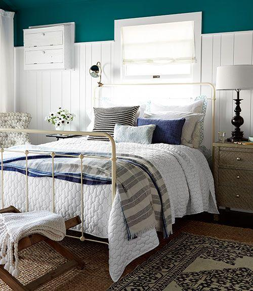Farmhouse bedroom - with old vintage bed