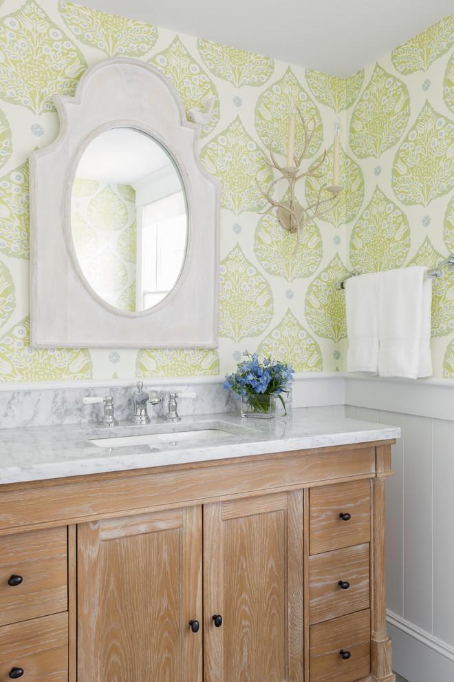 Feng shui bathroom - with green leaf-patterned walls