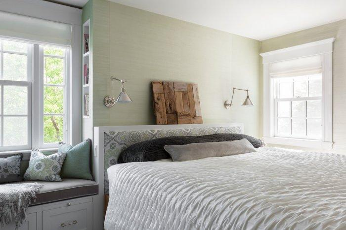 Feng shui bedroom - with comfortable white bed