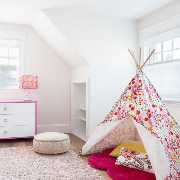 Feng shui girl bedroom - with pink teepee