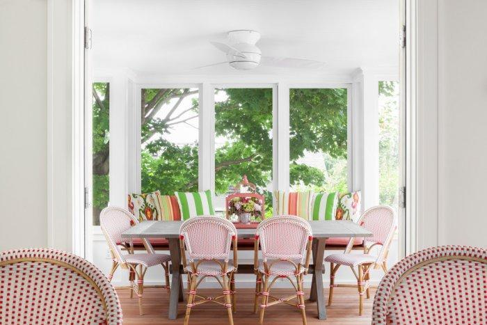 Feng shui sunporch - with red and white chairs