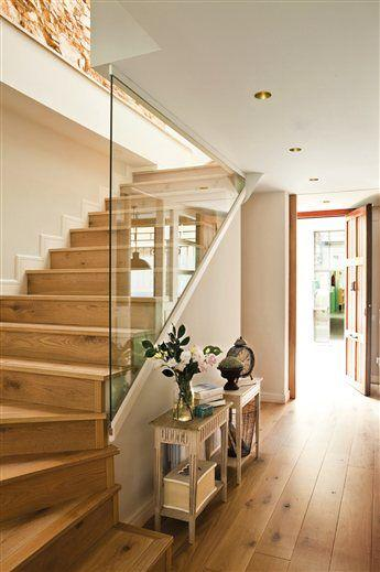 Glazed staircase design - with wall painted in creme color