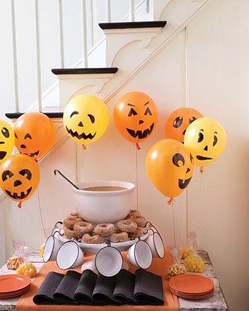 Halloween ballons - and meals for the guests