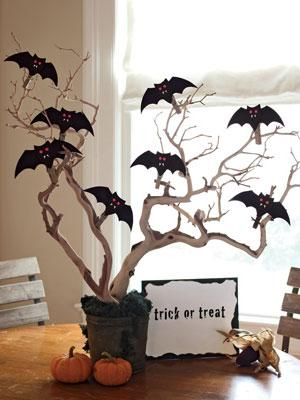 Halloween bat tree - with trick or treat message