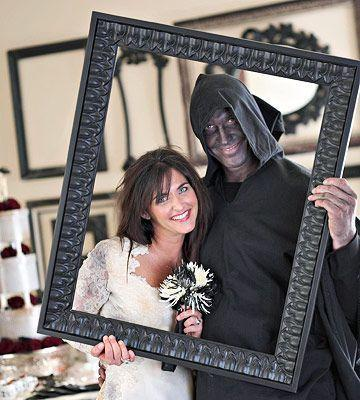 Halloween couple - posing inside a frame