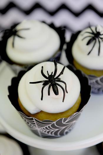 Halloween kids cupcakes - with small spiders on the top