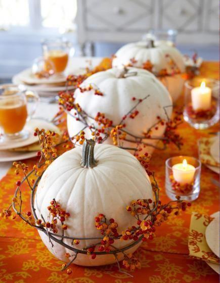 halloween table setting with pumpkins in orange color - Halloween Table Setting