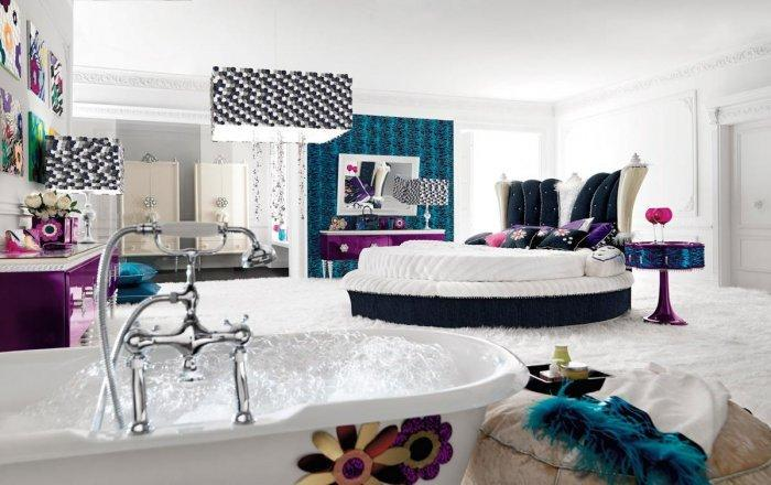LUxury eclectic bedroom - with round bed