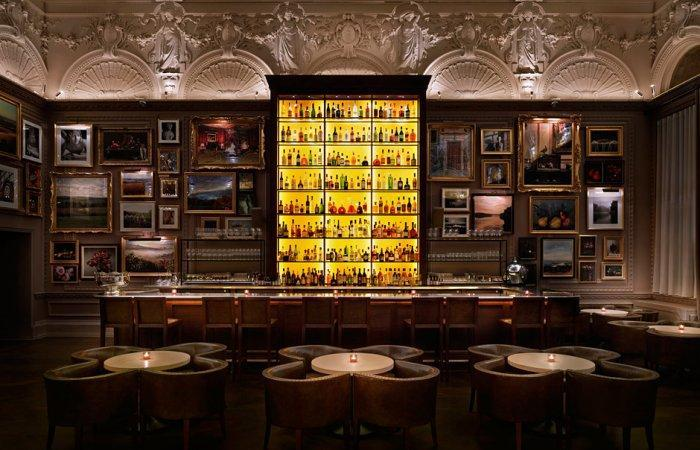 London restaurant bar - with traditional British design