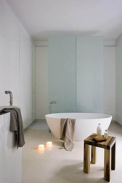 Minimalist bathroom and candles - placed on the floor