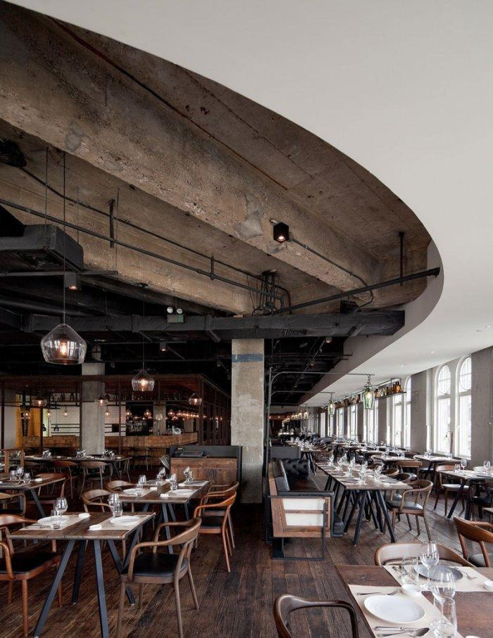 Modern industrial restaurant - with concerete ceiling
