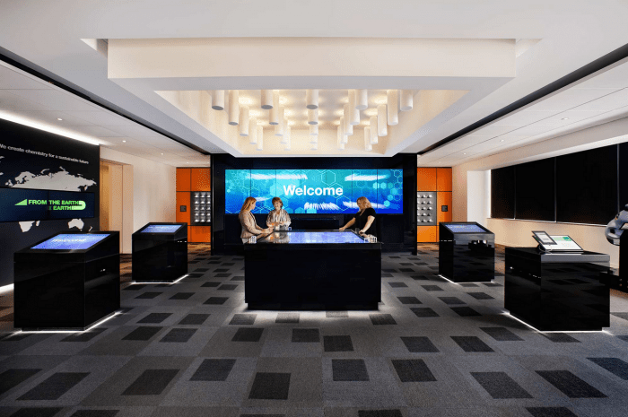 Modern reception desk - Basf S Modern Office Interior Design By Genstler Founterior