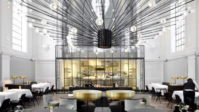 Modern restaurant in Antwerp - with amazing pendant in the middle of the volume