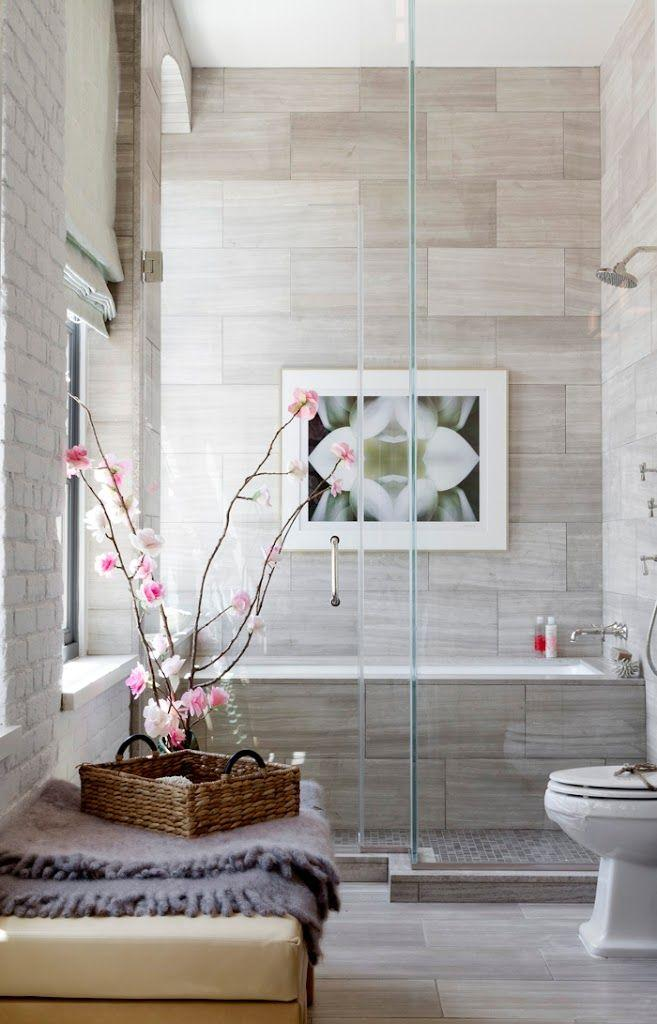 Modern small bathroom - with flower decorations