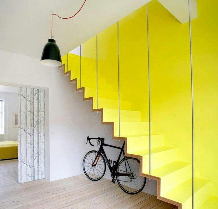 Modern staircase design - in vivid yellow