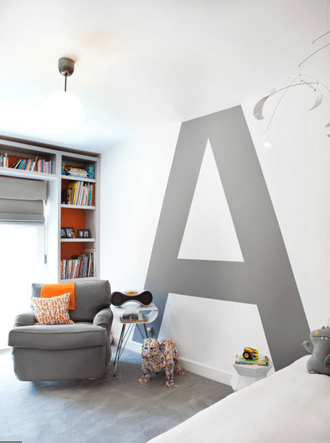 Modern wall paint - with huge letter in grey