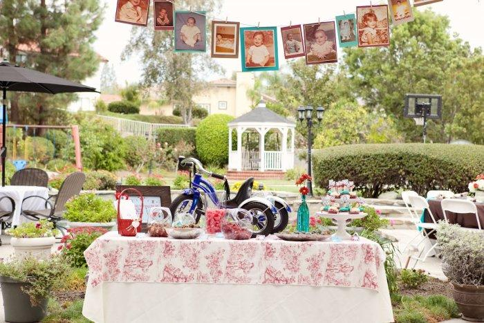 Outdoot baby shower party - with lots of garlands and sweets