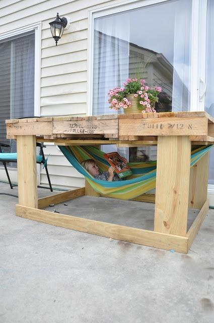 Pallet baby swing - it can be used outside your home