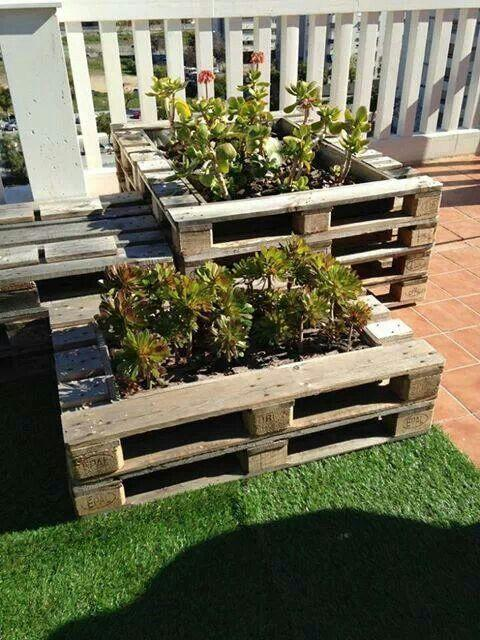 Pallet garden planter - for storing flowers and plants