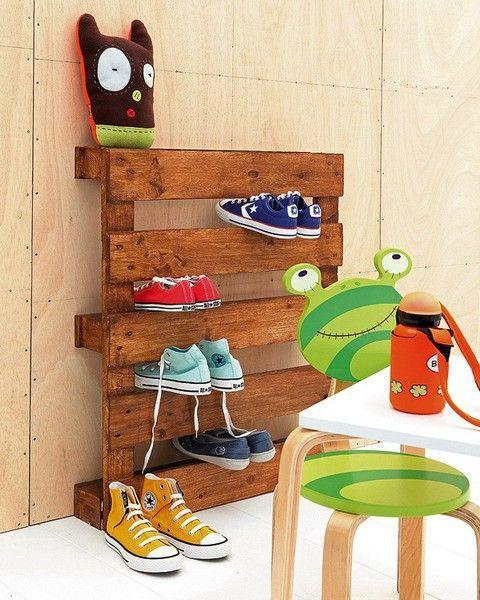 Pallet shoe rack - a creative idea for your entry hall