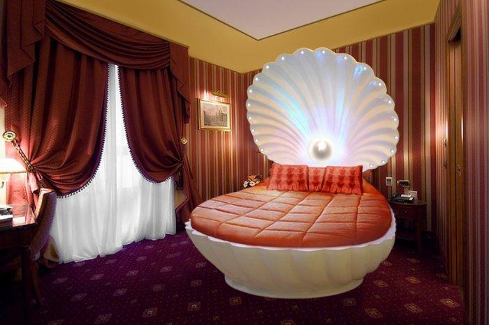 Perl bed - looking like a clam shell