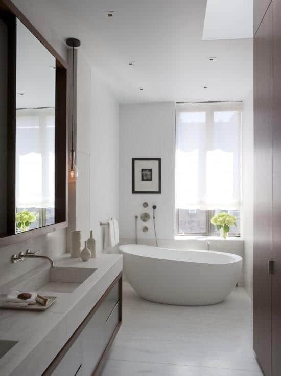 Simple and elegant modern bathroom - with minimalist bathtub