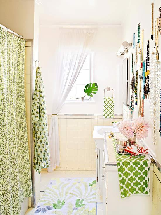 Small bathroom - with joyful interior